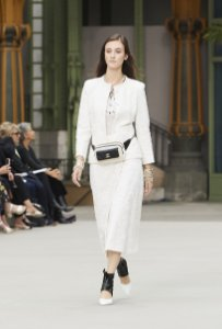 Chanel - Conjunto Off white renda (Tam. 40) / Cruise 2019/20 (