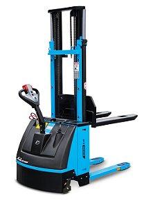 Empilhadeira Elétrica Tracionária - Modelo PT1645 FAST - Capacidade de carga: 1600 kg - Elevação maxima: 4500 mm - Alimentação: CC - Corrente Alternada