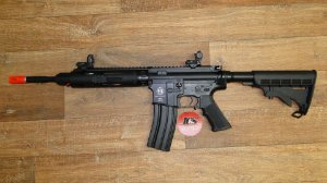 Rifle Airsoft M4 da ICS - Full Metal 410 FPS