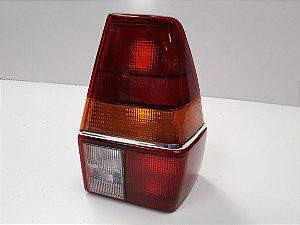 Lanterna Traseira Quantun (1985/1990) Tricolor c/friso cromado - ORIGINAL