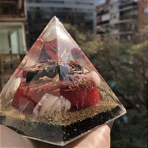 Pirâmide Orgonite Guardiã -Indicado para ambientes que precisam de proteção energética, inveja, mal olhado, energia densa -  9cm (base)x 10 cm (altura)