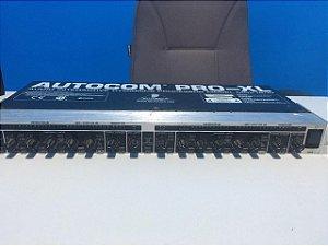 USADO: Compressor Behringer MDX-1600