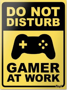 Placa Decorativa - Do not disturb: Gamer at work