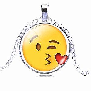 Colar Emoticons Emojis Smiley Beijo De Despedida Prata X