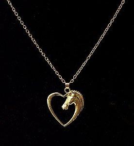 Colar Gargantilha Cavalo No Coração Folheado A Ouro 18k