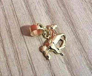 Berloque Pingente Cavalo Animais Folheado Ouro 18k
