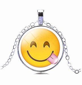 Colar Emoticons Emojis Smiley Mostrando Lingua Folheado