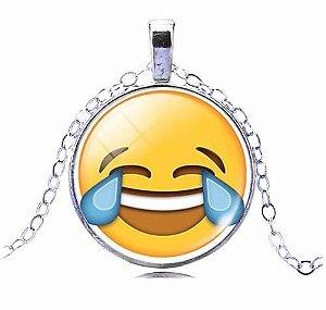 Colar Emoticons Emojis Smiley Morrendo De Rir Folheado Prata