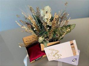 Kit Voucher Massagem Relaxante 60' com Box de Flores e Almofada Para Descanso dos Olhos