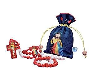 TERÇO INFANTIL JESUS MISERICORDIOSO COM SAQUINHO DE TECIDO