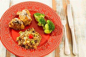 MENU 20 - Filé de coxa desossada ao molho de laranja e gengibre, cuscuz de quinoa com cranberry e castanhas  e brócolis - 300g