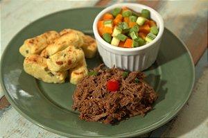 Carne desfiada, croquete de batata doce com queijo minas e mix de legumes - 300g