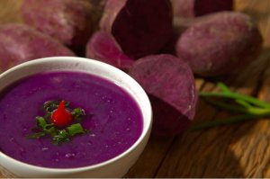 Sopa de batata doce roxa com frango - 400g