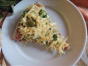 Pizza integral de brócolis com 2 queijos (fatia)