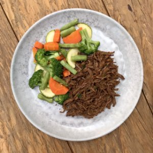 Carne desfiada e mix de legumes - 250g