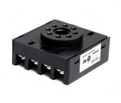 base 8 pinos/ circular/ fixação painel/ sem travas/ preta  P3G-08