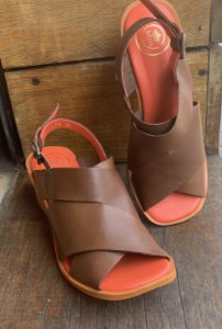 Sandália em Couro Palmilha Laranja -79031