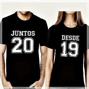 """2 Camisas 100% Algodão Casal """"Juntos Desde 2019"""""""