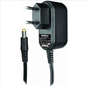 Fonte de alimentação com Plug 12,8V 1A - XF 1201