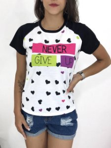T-SHIRTS FEMININA RAGLAN PRETO NEVER GIV UP