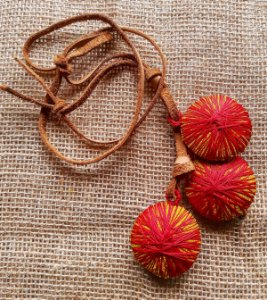 Colar Viburnum vermelho