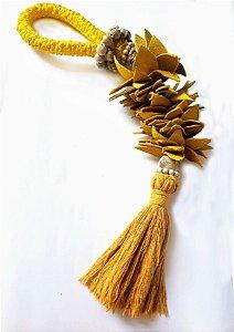 Colar de decoração amarelo