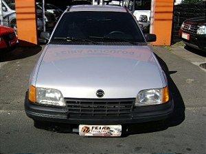 kadett gl 1993/1994 com: ventilação quente e frio, limpador e desembaçador traseiro, suspensão legalizada