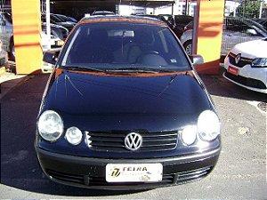 polo sedan 1.6 2003/2003 com: ar-condicionado, direção hidraulica, vidros e travas e espelhos eletricas, desembaçador traseiro, rodas de liga leve