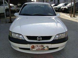 vectra gl 1998/1998 com: ar-condicionado, direção hidraulica, vidros e travas eletricas, desembaçador traseiro, rodas de liga leve, placa i