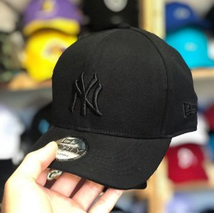 Cap New Era New York Yankees All Black Strapback Aba Curva