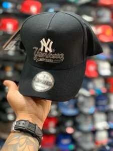 Cap New Era New York Yankees Script Black Strapback Aba Curva