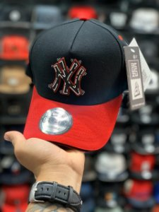 Cap New Era New York Yankees Tag Black Red Strapback Aba Curva