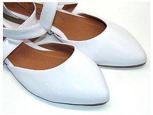 Sandalia Branca Em Verniz Bico Fino E Fechado