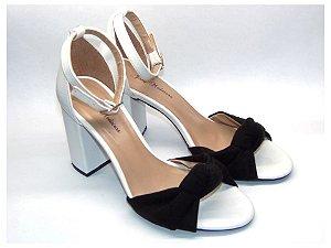 Sandália Branca com Preto e Salto