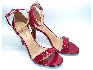 Sandália com Salto Fino Vermelha em Verniz com Tira Fina
