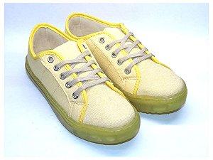 Tênis Amarelo em Tecido Solado em Borracha Transparente