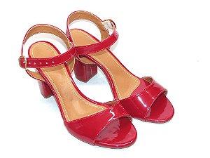 Sandália Vermelha e Verniz com Salto Grosso