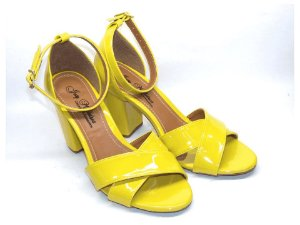 Sandália Amarela com Salto Grosso Tiras Transversais