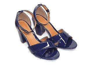 Sandália Azul em Verniz com Faixas Transversais