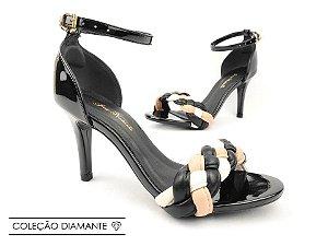 Sandália Soft Preta Verniz Tira Trançada Salto Fino Agulha 8 cm