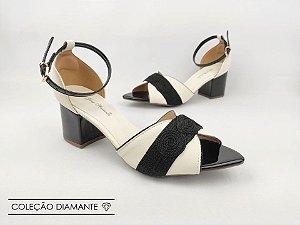 Sandália Soft Creme Desenho Tricot Salto Bloco Bico Folha 6 cm
