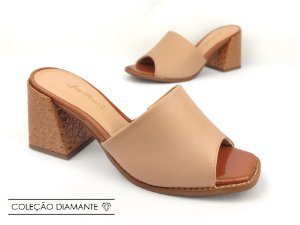 Tamanco Soft Nude Antique e Whisky Croco Verniz Salto Bloco Flare 8 cm
