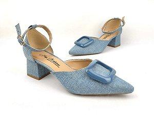 Sandália Scarpin Jeans Claro com Fivela Salto 5 cm