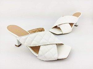 Tamanco Luxo Branco com Tiras Cruzada Matelassê Salto Taça 7 cm