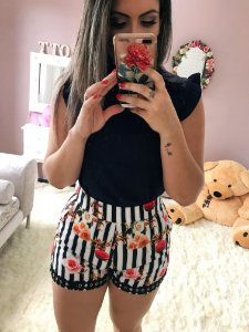 Shorts Listrado Floral