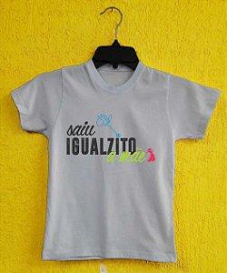 Camiseta Infantil Dia das Mães - Cavalinho de pau azul - Branca