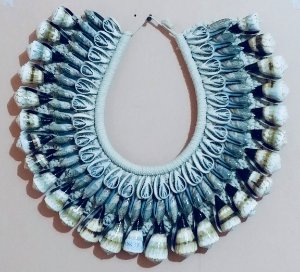 necklace rhinoclavis vertagus cut/olive gray - unid