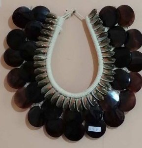 necklace olive b./placuna placenta black - unid
