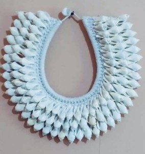 necklace strombus white - unid