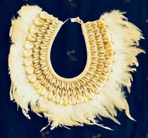 necklace mop feather cypraea moneta - unid